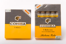 A side-by-side comparison of authentic (left) and counterfeit (right) Cohiba packaging. Five-packs with windows never existed in the Habanos portfolio.