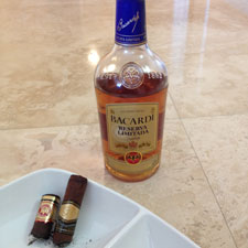 We paired the Reserva Limitada with two cigars: the La Flor Dominicana Oro No. 6 and an Arturo Fuente Chateau Fuente Sun Grown Robusto.