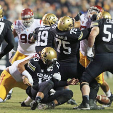 Last seasons, Colorado's defense allowed 468 yards and more than 38 points per game.