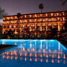 The exterior of La Mamounia Hotel and its pool.